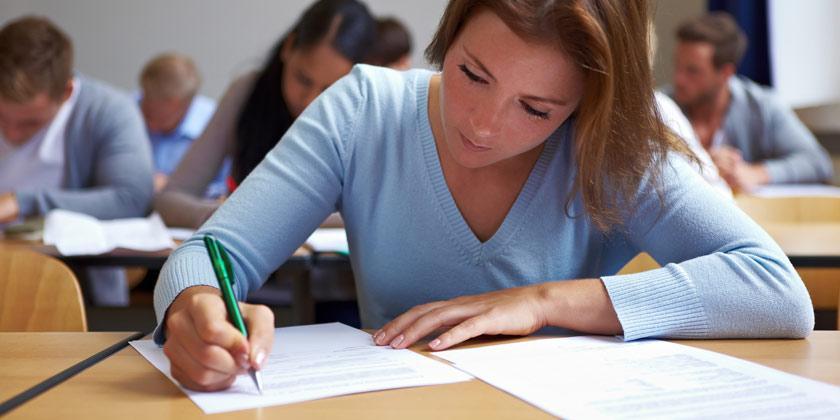 selectividad-2020-estudiante-realizando-la-prueba