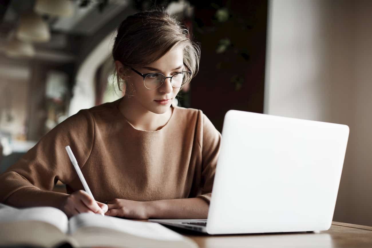 Estudiante curso online PCE UNEDasiss